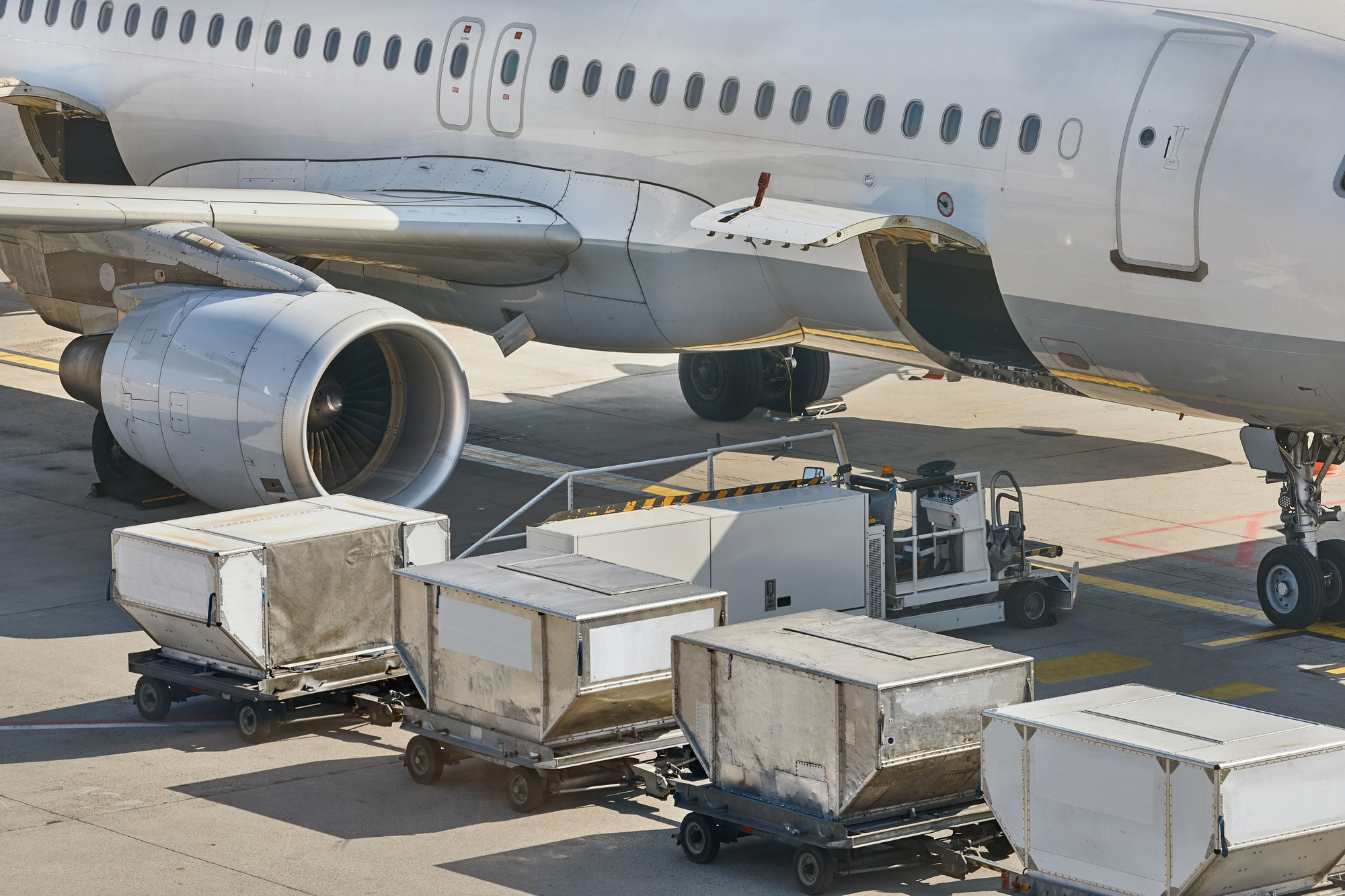 8 Ways To Reduce Shipping Air Freight Cost Omnichannel Logistics In Nyc Fast Reliable Need It Now Courier